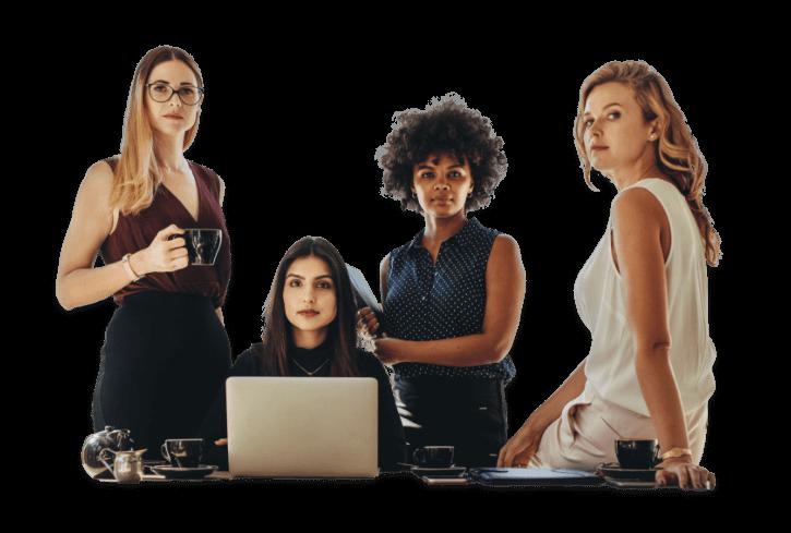 Foto de 4 mulheres em ambiente corporativo
